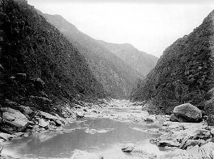 """1936年,张佐周拍摄的""""石门对石虎"""""""