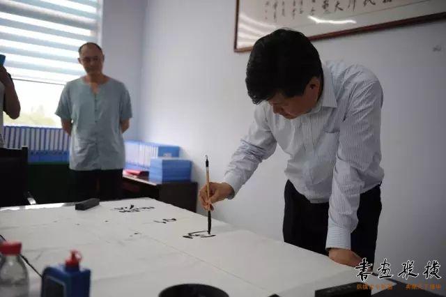 中国书法家协会理事、中国职工书法家协会常务副主席杨中良为学校题字