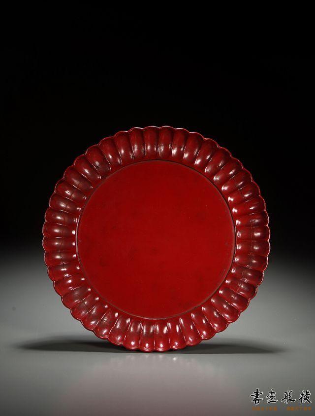 2016西泠秋拍 宋·朱漆葵瓣纹盘 直径:27.5cm