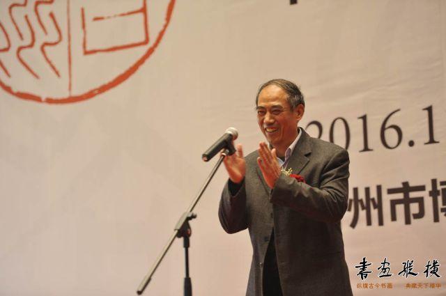 台州市人大常委会主任薛少仙先生宣布展览开幕