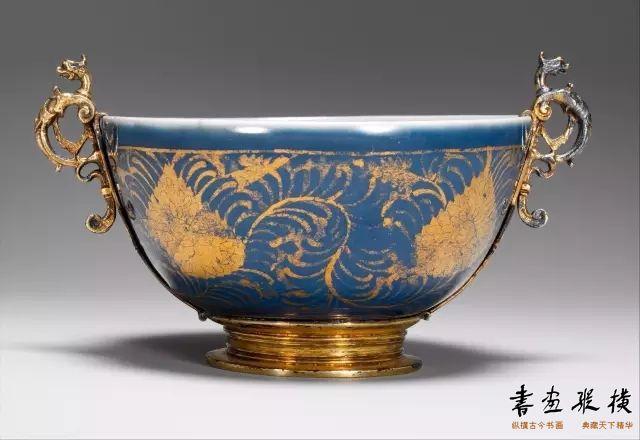 明 蓝地描金叶小碗 纽约大都会博物馆藏