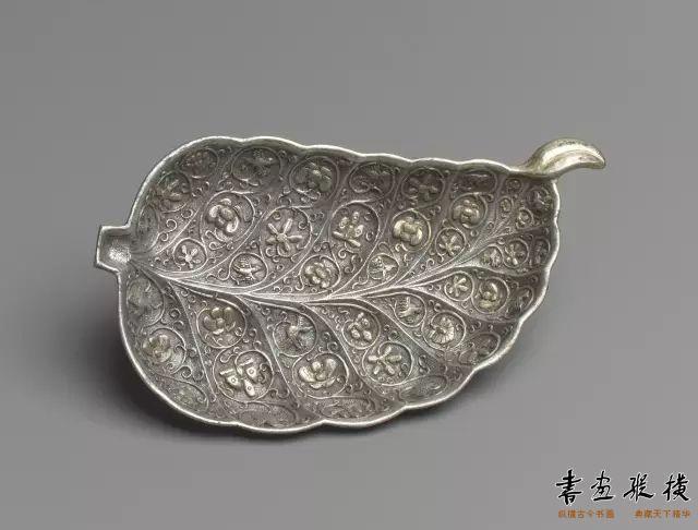 唐 鎏金叶形银盘 纽约大都会博物馆藏
