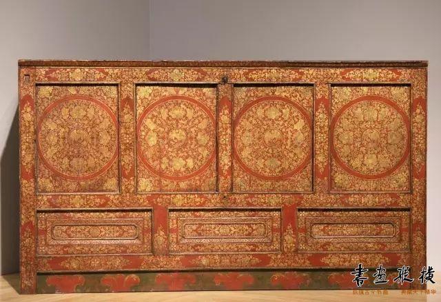 明末清初 藏式红地描金衣橱 斯坦福大学艺术博物馆藏