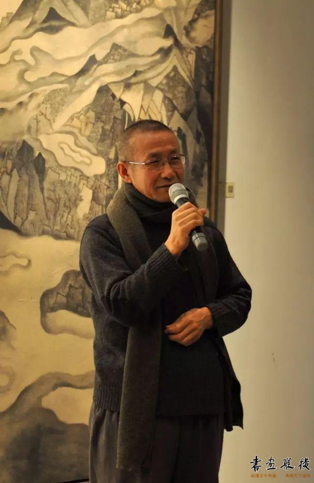 ▲荣宝斋画院教务主任老圃在开幕式现场发言