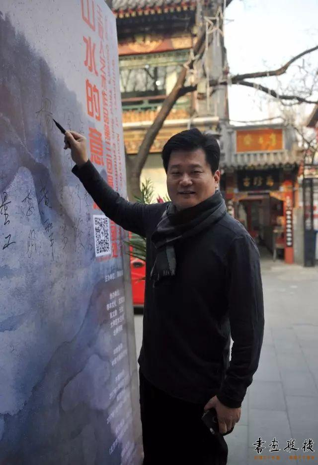 ▲中国书协理事杨中良签到