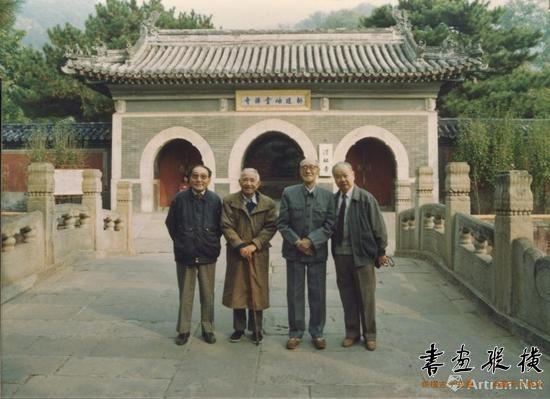 钱君匋与沈子丞、谭建丞、曹简楼(自左至右)于北京潭柘寺