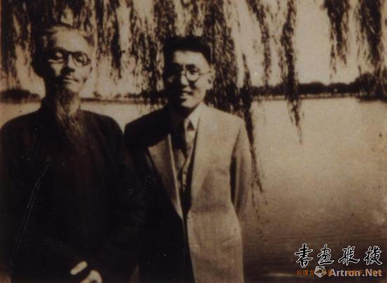 1946年,钱君匋与丰子恺在西湖合影