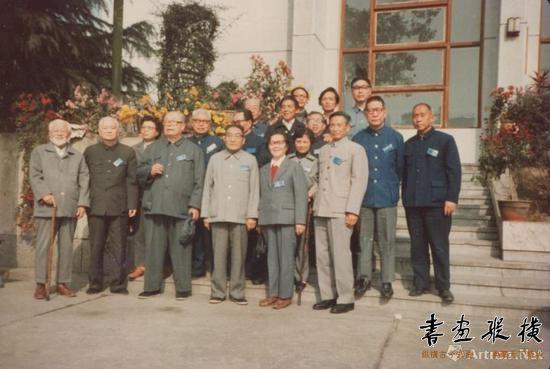1980年代,钱君匋与方去疾、吴青霞、唐云、张承宗、朱屺瞻等合影