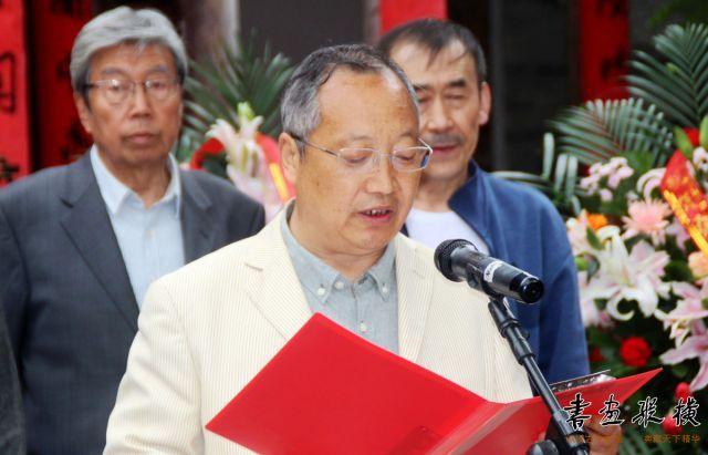 5 甘肃省书协副主席、天水市文联代理主席杨清汀主持开幕式